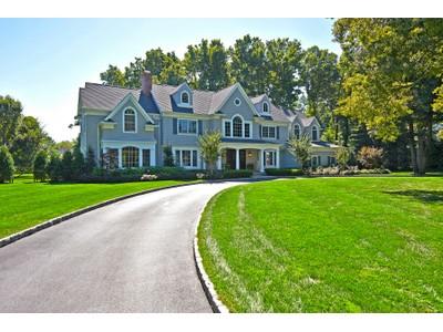 Vivienda unifamiliar for sales at Rumson Colonial 17 Holly Tree Ln  Rumson, Nueva Jersey 07760 Estados Unidos