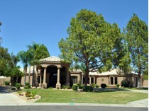 Casa Unifamiliar for sales at Total Remodel In The Guard Gated Neighborhood Of Equestrian Manor 6242 E Sunnyside Drive   Scottsdale, Arizona 85254 Estados Unidos