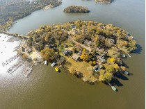 Частный односемейный дом for sales at 306 Anchor Drive    Old Hickory, Теннесси 37138 Соединенные Штаты