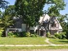 Casa Unifamiliar for  sales at Tudor 4 Bon Mar Road Pelham, Nueva York 10803 Estados Unidos