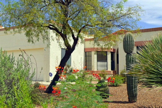 Townhouse for sales at Charming And Spacious Townhome Tucked In The Heart Of Sun City Vistoso 14376 N Spanish Garden Lane  Oro Valley, Arizona 85755 United States