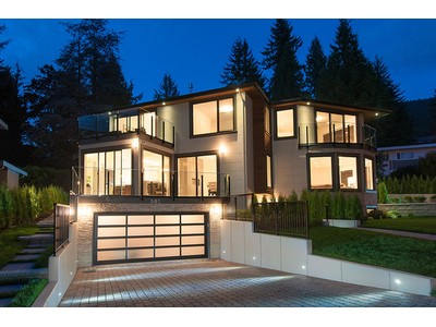 Maison unifamiliale for sales at Architecturally Stunning Luxury Home 502 Crestwood Avenue  North Vancouver, Colombie-Britannique V7N3C5 Canada
