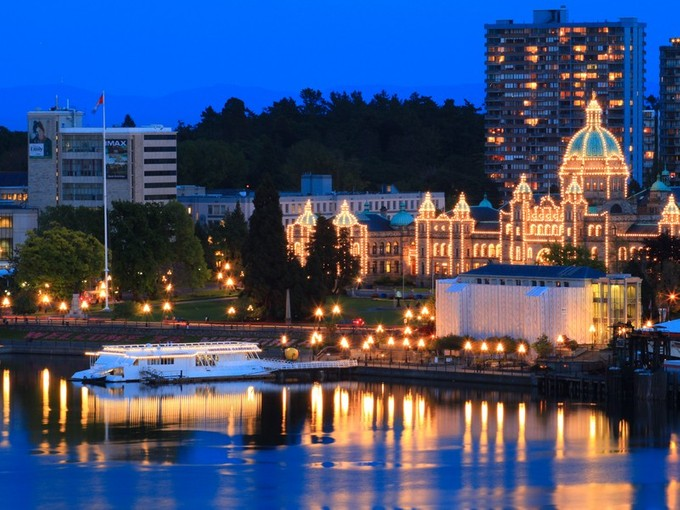 Condomínio for sales at Stunning Inner Harbor Facing Penthouse 909/910 - 100 Saghalie Road Victoria, Columbia Britanica V9A 0A1 Canadá