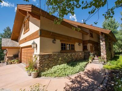 Villa for sales at Meticulously Maintained Deer Valley Home 238 Golden  Eagle Dr Park City, Utah 84060 Stati Uniti