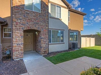 Таунхаус for sales at Large Townhome 1054 Allington Dr North Salt Lake, Юта 84054 Соединенные Штаты