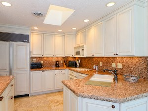 Additional photo for property listing at Ease of Condominium Living at Ocean Reef 14 Harbour Green  Key Largo, Florida 33037 United States