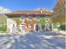 Casa Unifamiliar for sales at Propriété pieds dans l'eau  Other Rhone-Alpes, Ródano-Alpes 74290 Francia