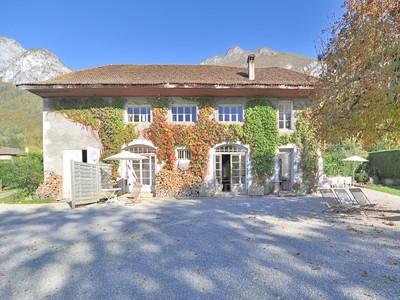 Частный односемейный дом for sales at Propriété pieds dans l'eau  Other Rhone-Alpes, Рона-Альпы 74290 Франция