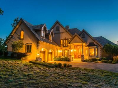 Einfamilienhaus for sales at 284 Skyhill Drive   Evergreen, Colorado 80439 Vereinigte Staaten
