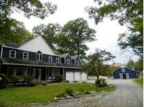 Casa para uma família for sales at Fifteen Acre Equestrian Property 11 Fox Hollow Ln   Newtown, Connecticut 06482 Estados Unidos