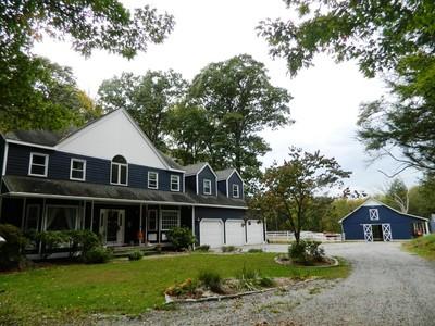Частный односемейный дом for sales at Fifteen Acre Equestrian Property 11 Fox Hollow Ln  Newtown, Коннектикут 06482 Соединенные Штаты