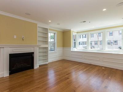 Condomínio for sales at 49 L Street- Unit 2  Boston, Massachusetts 02127 Estados Unidos