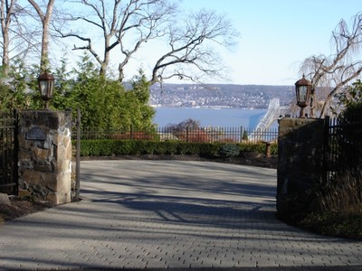 独户住宅 for sales at Spectacular Hudson River Views 9 Tweed Blvd Upper Grandview, 纽约州 10960 美国