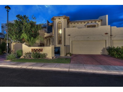Casa Unifamiliar Adosada for sales at Light And Bright Move-in-Ready Gated Townhome In Perfect Scottsdale Location 7955 E Chaparral Rd #24 Scottsdale, Arizona 85250 Estados Unidos