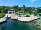 Частный односемейный дом for  sales at Tropical Island Living 300 Buttonwood Shores Drive  Key Largo, Флорида 33037 Соединенные Штаты