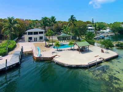 独户住宅 for sales at Tropical Island Living 300 Buttonwood Shores Drive  Key Largo, 佛罗里达州 33037 美国