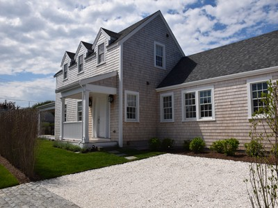 Villa for sales at Simply Cliff Perfection! 13 Derrymore Road Nantucket, Massachusetts 02554 Stati Uniti