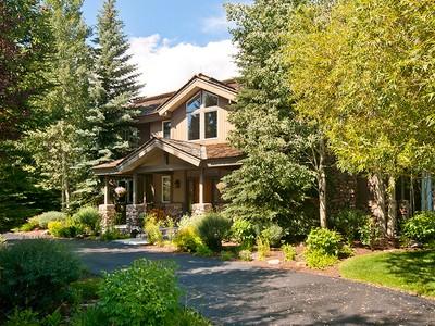 Villa for sales at Tranquility and Views in Teton Pines 2905 N Teton Pines Drive West Bank North, Wyoming 83014 Stati Uniti