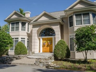 Villa for sales at Country Estate 432 Pond Road  Manchester, Maine 04351 Stati Uniti