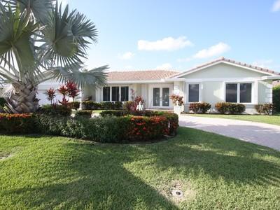 Maison unifamiliale for sales at 2231 NE 44 St.  Lighthouse Point, Florida 33064 États-Unis