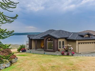 Nhà ở một gia đình for sales at Blair Place 409 Blair Place  Ladysmith, British Columbia V9G1Y3 Canada
