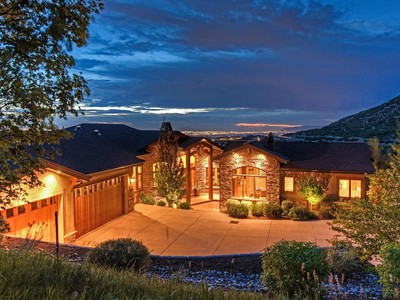 Maison unifamiliale for sales at Panoramic City and Canyon views from a gated luxury community 3855 Alta Approach Rd Sandy, Utah 84092 États-Unis