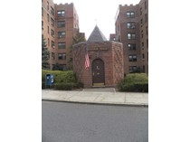 Mietervereinswohnung for sales at Spacious Eastchester Co-Op 194 Garth Road Unit #1L   Scarsdale, New York 10583 Vereinigte Staaten