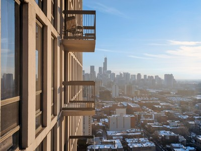 Copropriété for sales at Rarely Available Unit 1660 N LaSalle Drive Unit 3108-10  Chicago, Illinois 60614 États-Unis
