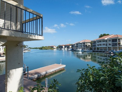 Condomínio for sales at Fabulously Renovated Condo at Ocean Reef 23 Fisherman's Cove, Unit A Key Largo, Florida 33037 Estados Unidos