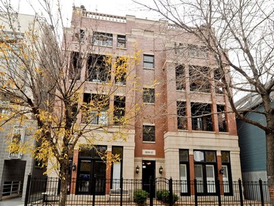 Condominium for sales at Duplex Penthouse in Extra Wide Building 2820 N Sheffield Avenue Unit 4S Chicago, Illinois 60657 United States