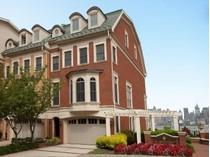 Condomínio for sales at European Brownstone With Direct New York City Views 20 Regency Place   Weehawken, Nova Jersey 07086 Estados Unidos