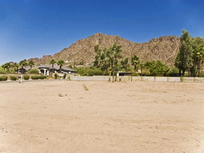 Земля for sales at Large Arcadia Lot with Unobstructed Camelback Mountain Views 4423 N Camino Allenada #13A Phoenix, Аризона 85018 Соединенные Штаты