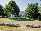 Nhà ở một gia đình for  sales at 75 North Pasture Lane  Stratford, Connecticut 06614 Hoa Kỳ