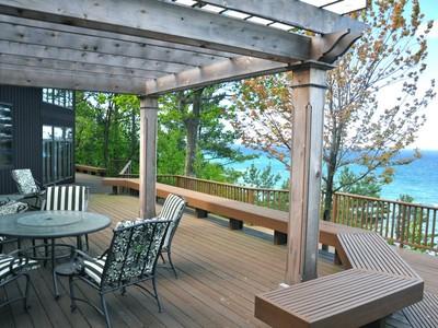 Casa para uma família for sales at 1888 S Lake Shore Drive    Harbor Springs, Michigan 49740 Estados Unidos