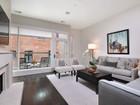 共管式独立产权公寓 for  sales at Sensationally Designed Home On Lincoln Park's Best New Street 2748 N Lakewood Unit 2   Chicago, 伊利诺斯州 60614 美国