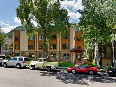 Nhà chung cư for sales at Winfield Arms 119 East Cooper Avenure Unit #9 Aspen, Colorado 81611 Hoa Kỳ