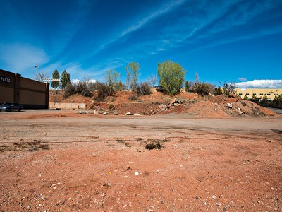 Terreno for sales at Excellent Retail Lot 1250 Sunset Blvd St. George, Utah 84770 Stati Uniti