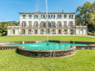 Moradia for sales at Incomparable historic mansion Lucca, Lucca Itália
