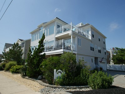 Maison unifamiliale for sales at Oceanfront Living At Its' Best 301 S Ocean Avenue   Seaside Park, New Jersey 08752 États-Unis