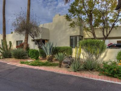 Таунхаус for sales at Luxury Townhome in Premier Location in Prestigious Casa Blanca 5101 N Casa Blanca Dr #207 Paradise Valley, Аризона 85253 Соединенные Штаты