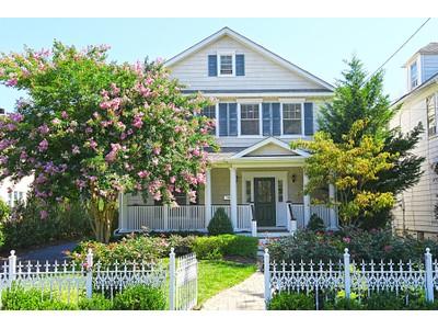 Частный односемейный дом for sales at Rumson Colonial 152 E. River Rd  Rumson, Нью-Джерси 07760 Соединенные Штаты