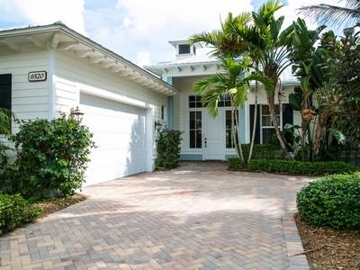 Maison unifamiliale for sales at Stunning West Indies Lakefront in The Antilles 6520 Caicos Ct  Vero Beach, Florida 32967 États-Unis