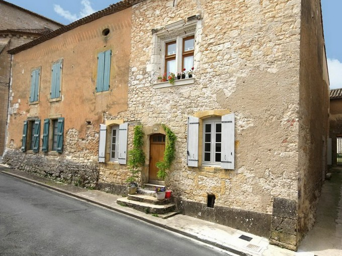 多棟聯建住宅 for sales at For sale, village house in a famous bastide. Monpazier Monpazier, Dordogne 24540 法國