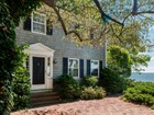 Casa Unifamiliar for  sales at 5 Robinson Road  Falmouth, Maine 04105 Estados Unidos
