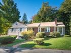 獨棟家庭住宅 for  sales at Desirable Ranch Home in West Wakefield 36 Friend Street   Wakefield, 麻塞諸塞州 01880 美國
