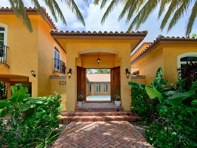 Villa for sales at Courtyard Villa 473 Bahia Avenue Key Largo, Florida 33037 Stati Uniti