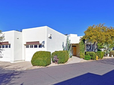 Таунхаус for sales at Freestanding Unit with Dual Garage & Camelback Views in Guard-Gated Casa Blanca 5101 N Casa Blanca Drive #317 Paradise Valley, Аризона 85253 Соединенные Штаты