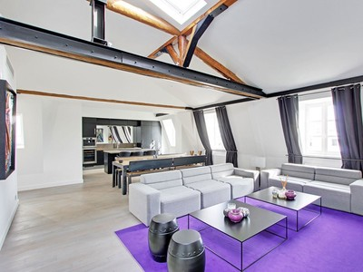 Appartement for sales at Stunning apartment - Triangle d'Or  Paris, Paris 75016 France