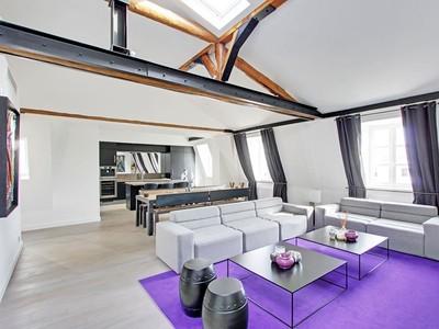 Apartamento for sales at Stunning apartment - Triangle d'Or  Paris, Paris 75016 França