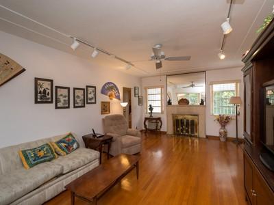 Einfamilienhaus for sales at 900 NE 72 Ter   Miami, Florida 33138 Vereinigte Staaten